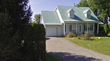 Дом в Квебеке ещё до схода оползня