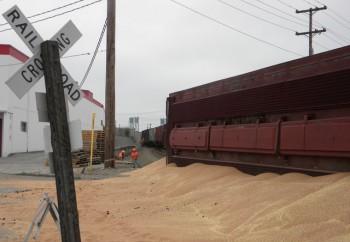 Ванкувер сошли с рельс и перевернулись вагоны с зерном из Монтаны