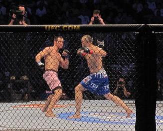 Рич Франклин(слево) и Чак Лидделл  на UFC 115 в Ванкувере