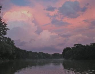 Небо над рекой в районе Ассинибоин парка, Виннипег
