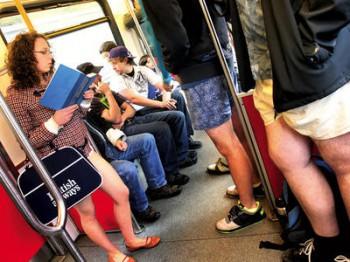 полуголые в метро Ванкувер