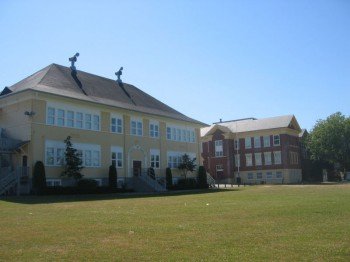 Начальная школа имени Гая Карлингтона в Ванкувере Carleton Elementary School. Vancouver