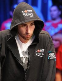 Джонатан Дюхамель стал в понедельник победителем самого престижного турнира по покеру World Series of Poker