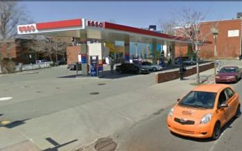 Заправочная станция ESSO в Монреале цена на бензин в Канаде