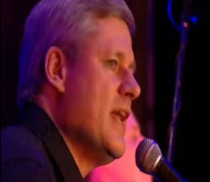 Стивен Харпер поёт играет исполняет песни