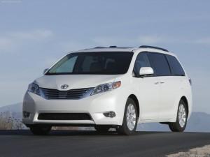 минивэн Тойота Сиенна Toyota Sienna 2011 купить в Канаде